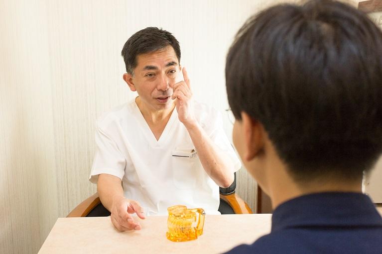 大阪、梅田で口臭外来を行う愛歯やまだ歯科では、口臭の原因を突き止め、治療いたします。